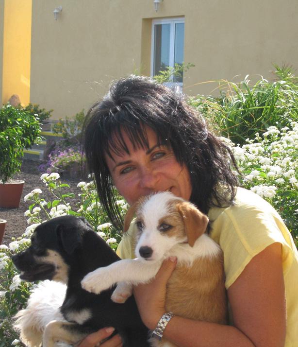 Marion Gonzalez leitet das Tierheim Teneriffa. Sie spricht Deutsch und Spanisch.