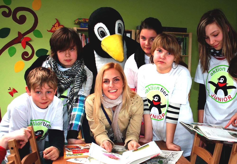 Sandy Mölling mit einer Schülergruppe